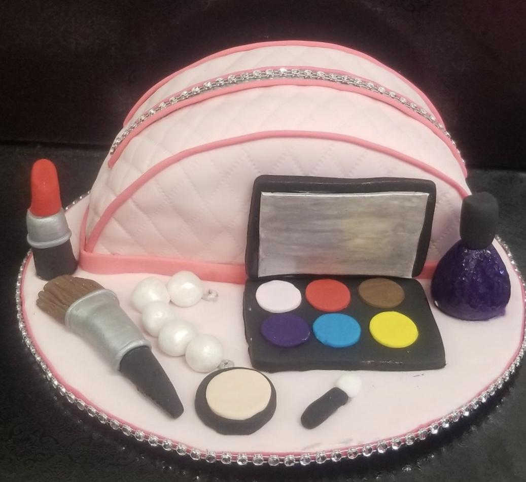 Make-Up Bag Cake (2 days)13 and up