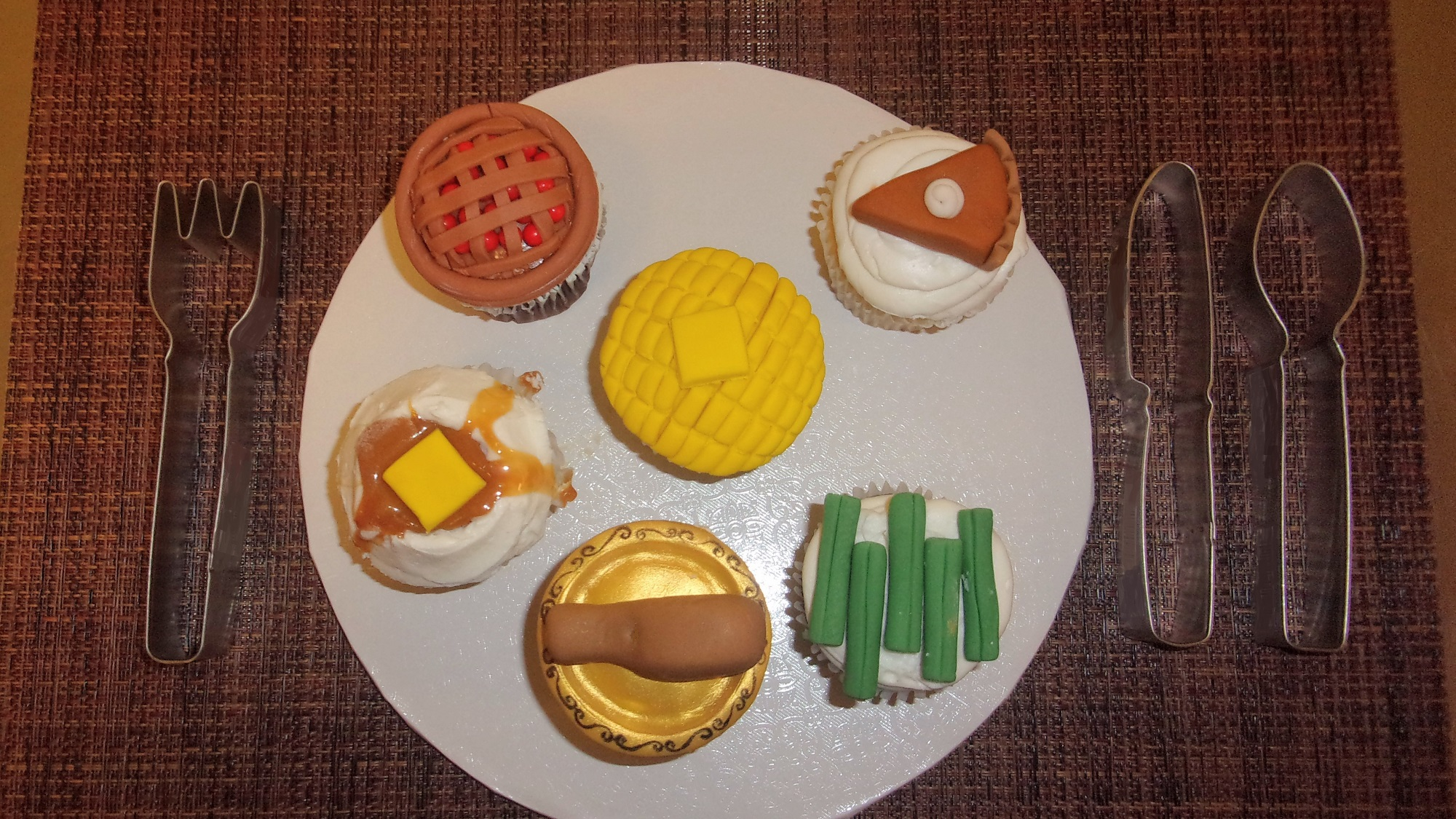 Family Day: Thanksgiving Cupcakes