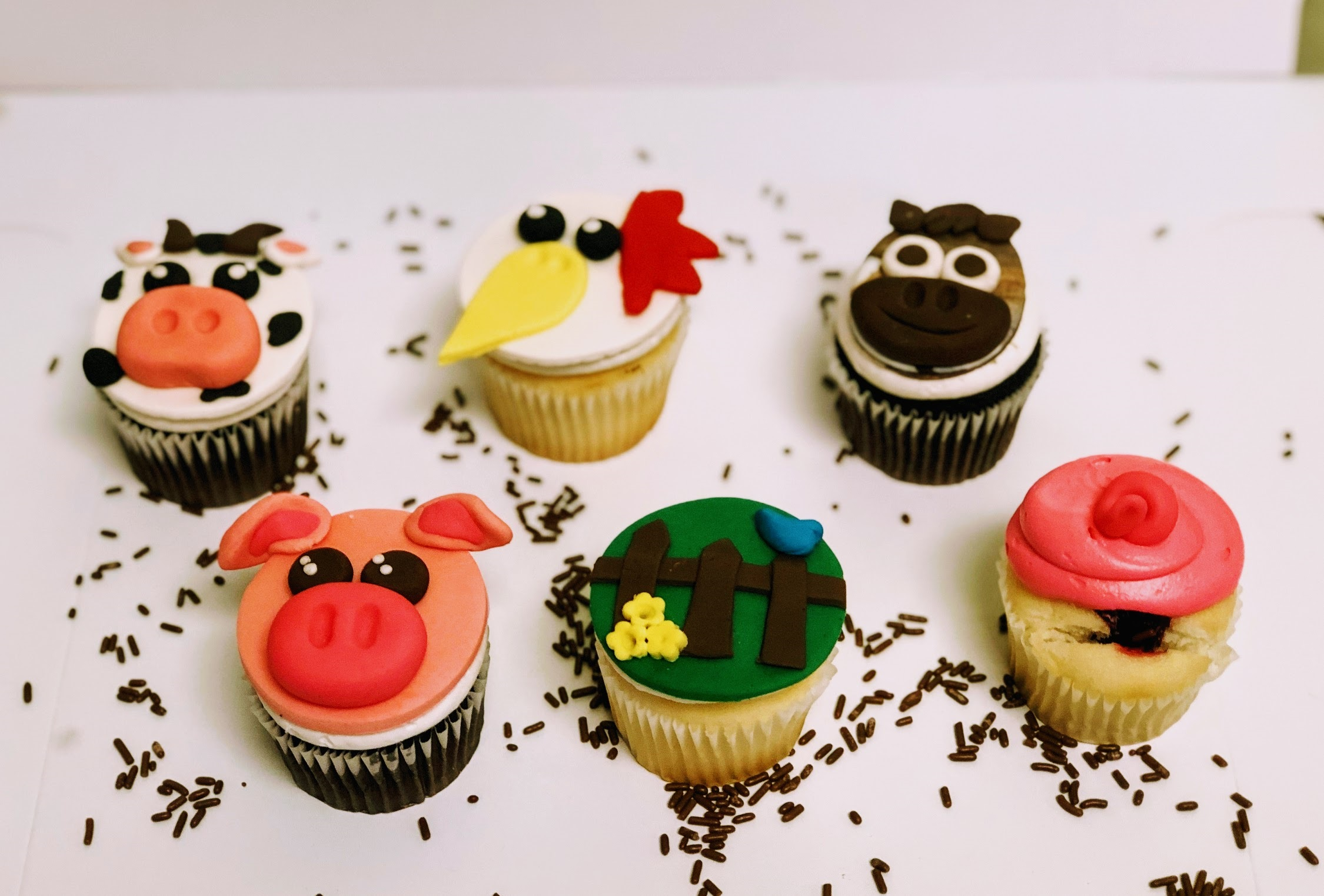 Wine Down Wednesday: Filled Farm Animal Cupcakes