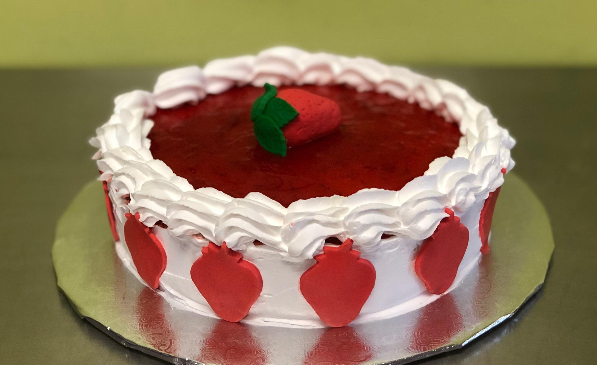 Family Day: Strawberry Cream Pie Cake