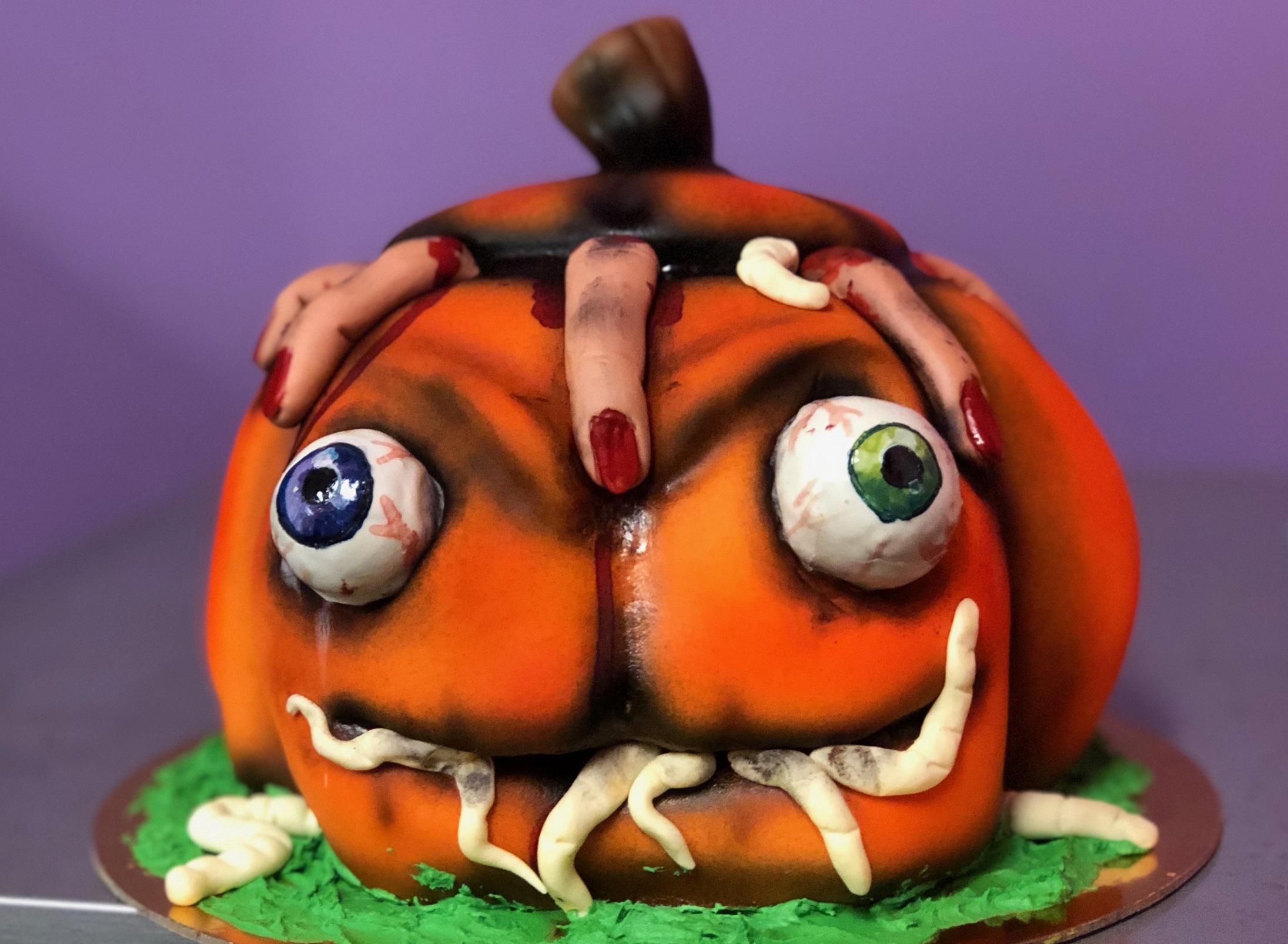 Advanced Carved Pumpkin Cake