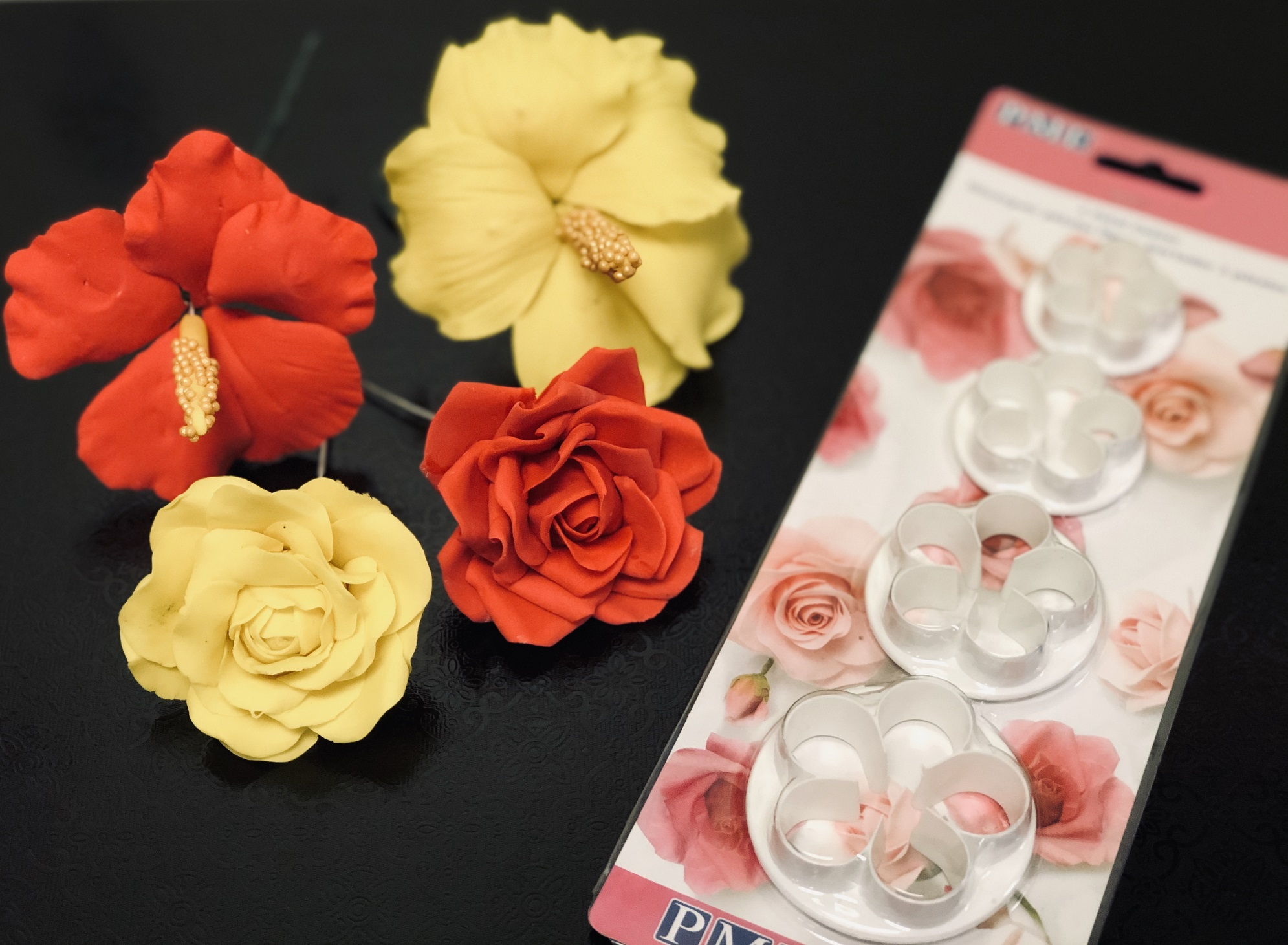 Gumpaste Flowers with Cutter Set