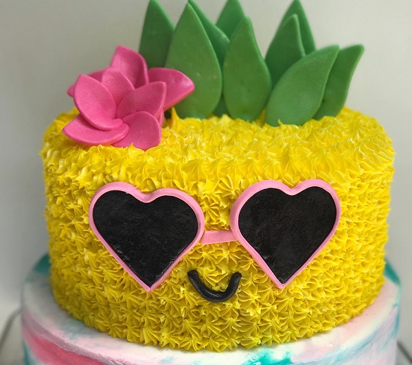 Wine And Decorate Pineapple Cake