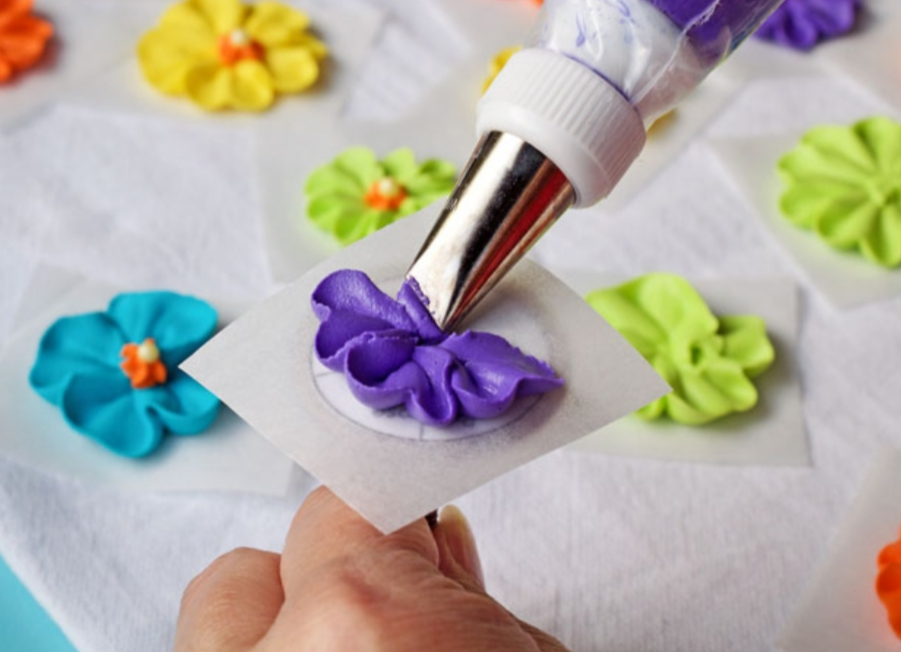 Royal Icing Flowers and Piping